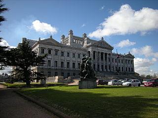 320px-Pal%C3%A1cio_Legislativo_de_Uruguay_-_frente.jpg