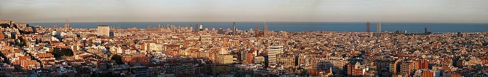 Panoràmica de Barcelona presa des del parc del Putxet (tarda d'abril del 2008).