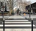 Passage piéton Cours Lafayette à Lyon trottoir opposé, début du Square Jérôme Bérerd.jpg