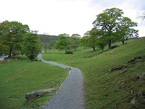 English: Path leading to the aqueduct The path...