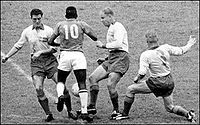Pelé vs swedish defenders 1958.jpg