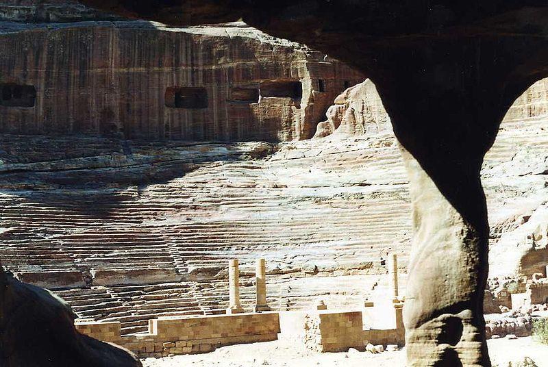 مدينة البتراء بالأردن 800px-Petra_Theater.