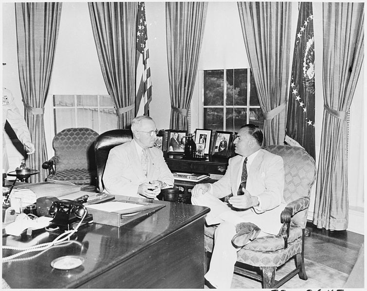 File:Photograph of President Truman conferring with Ecuadoran President Galo Plaza in the Oval Office. - NARA - 200305.jpg