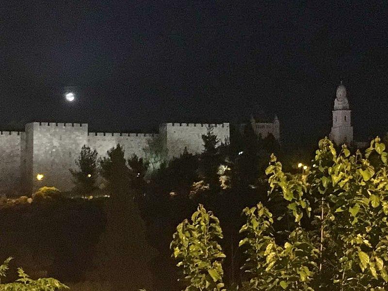 מבט לחומת העיר העתיקה
