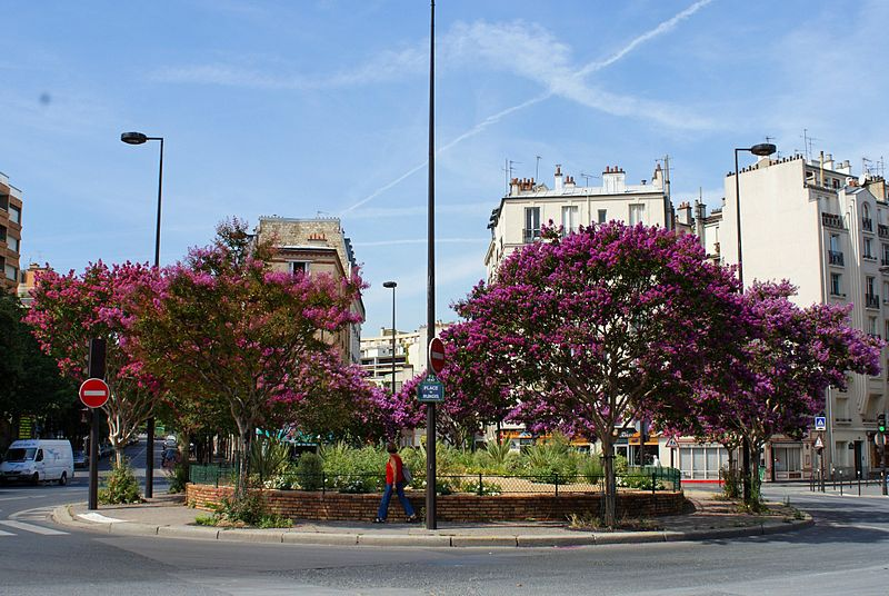 Fichier:Place de Rungis 2009.jpg