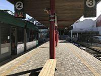 Platform of Hiroden-Miyajimaguchi Station 2.jpg