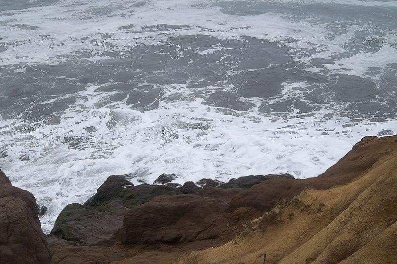 File:Playa de arena negra.jpg