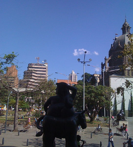 File:Plaza Botero.jpg
