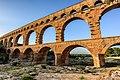 Pont du Gard et aqueduc romain de Nîmes.jpg
