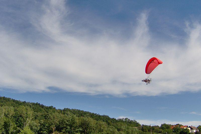 latanie paralotnią