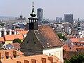 Pravoslávny chrám svätého Mikuláša, Mikulášska ulica, Bratislava – pohľad z terasy Bratislavského hradu.jpg