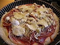 Preparation pizza pancetta 3.JPG