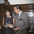 Prinses Beatrix en Prins Claus ontvangen 2 Surinaamse kinderen op Drakensteijn i, Bestanddeelnr 254-8565.jpg