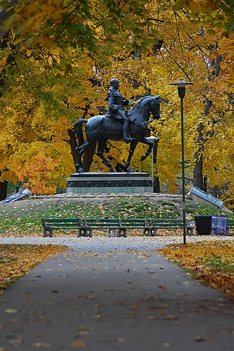 An equestrian statue of Edward VII in Queen's Park, Toronto Queen's Park.JPG