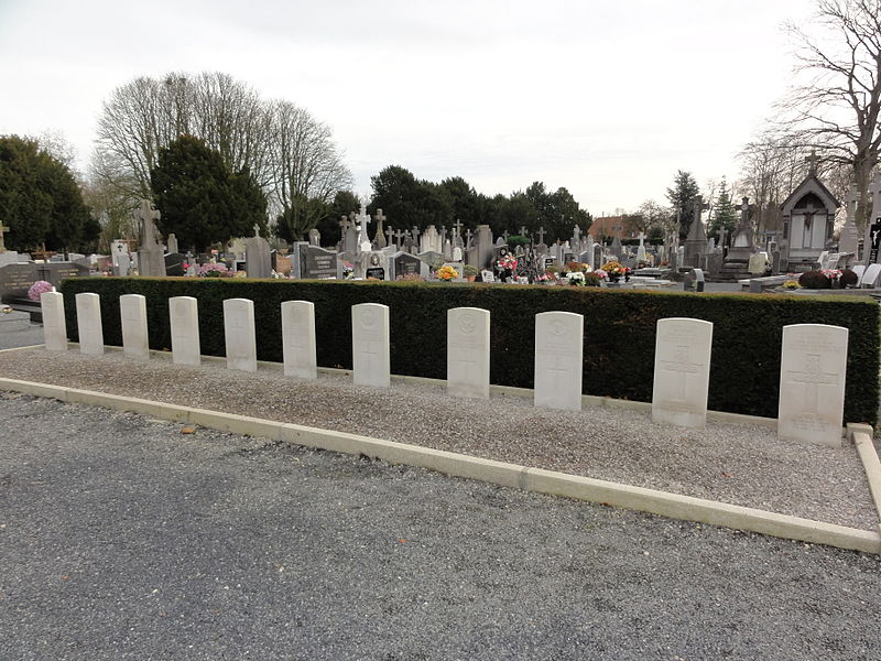Commonwealth war graves at the communal cemetery of Quesnoy-sur-Deûle (registered by the CWGC as Quesnoy-sur-Deule Communal Cemetery)