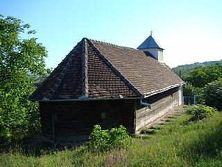 RO MS Custelnic St Michael wooden church 2.jpg