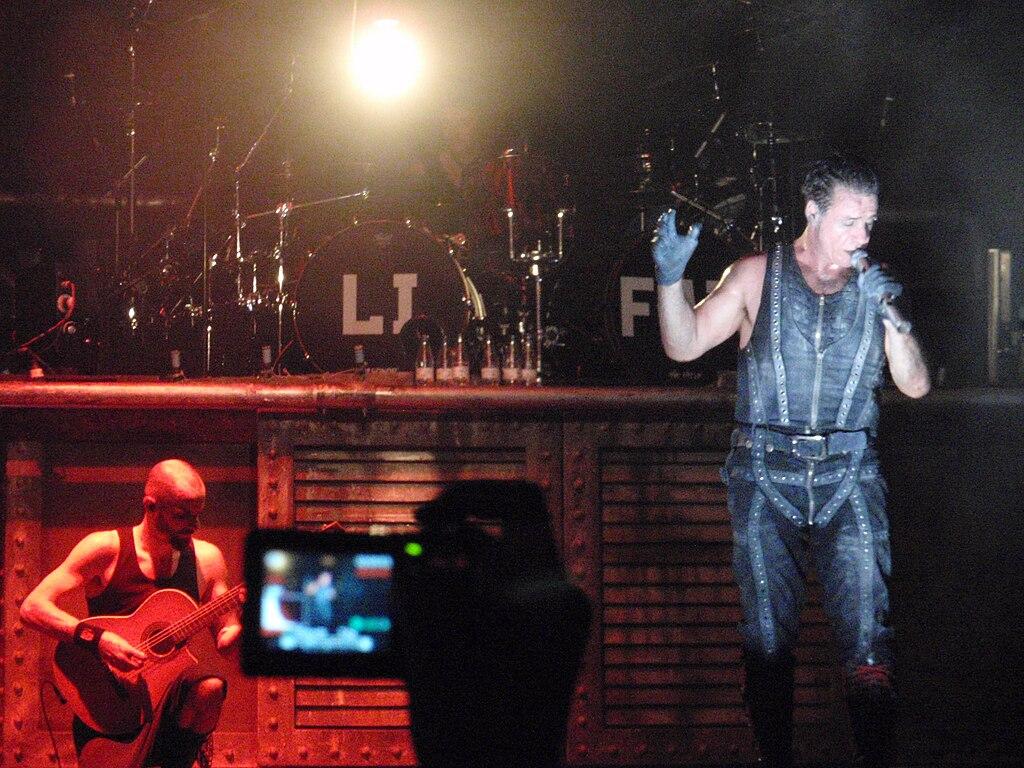 Archivorammstein Playing Fruhling In Parisbbk Live 2010
