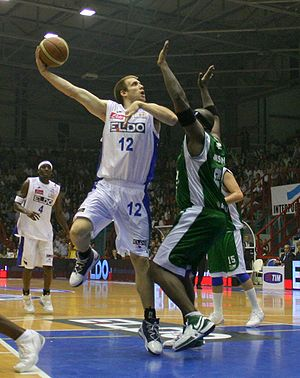 Hook shot - Richard Mason Rocca attempting a hook shot for Eldo Napoli in 2006