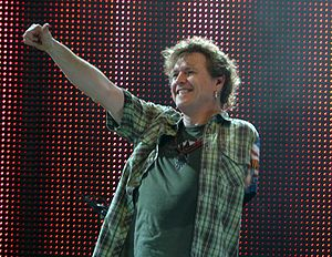 English: RICK ALLEN with DEF LEPPARD Live in W...