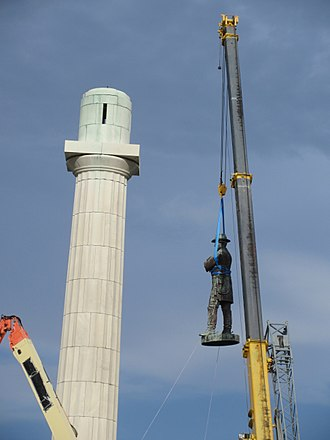 Removal of Confederate monuments and memorials - The Robert E. Lee monument in New Orleans being lowered, May 19, 2017
