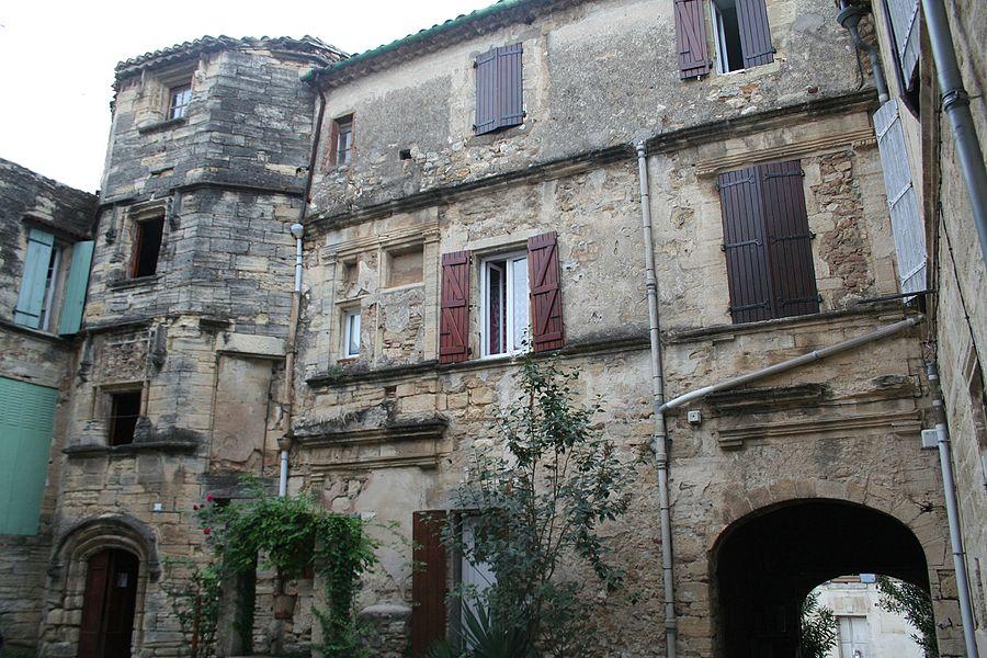 Roujan (Hérault) - château bas - vue générale.