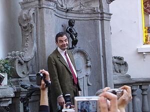 Rowan Atkinson and Manneken Pis (2)