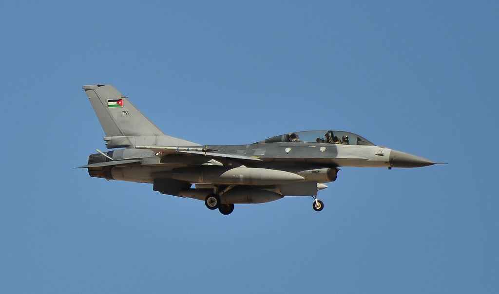 Royal Jordanian Air Force F-16 (20926017171).jpg