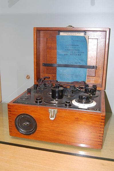 File:Royal Society of Chemistry - Burlington House - 2014-03-28 - Andy Mabbett - 60.JPG
