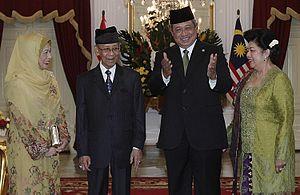 Indonesia–Malaysia relations - President Susilo Bambang Yudhoyono and Yang di-Pertuan Agong Abdul Halim with their wives in Istana Merdeka, Jakarta.