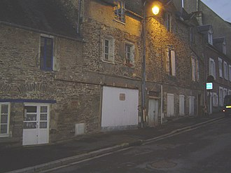 Saint-Lô - There remains no more than a few saved streets, such as Rue Saint-Georges, in old Saint-Lô.