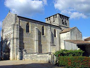 Saint-Denis-de-Pile - Image: Saint Denis De Pile Eglise