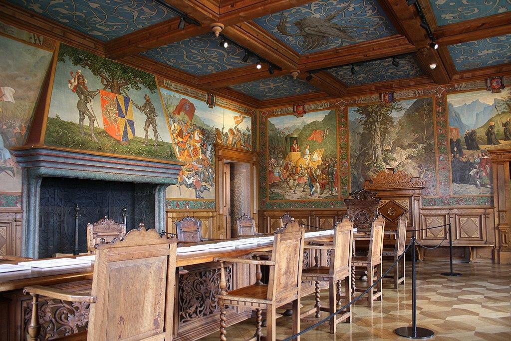 https://upload.wikimedia.org/wikipedia/commons/thumb/2/2e/Schloss_Greyerz_12.jpg/1024px-Schloss_Greyerz_12.jpg