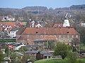 Schloss Sonderburg mit der kleinen Stadtmühle (Bymøllen) vom westlichen Hang bei den Düppeler Schanzen aus, am 18. April 2014, Bild 02.JPG