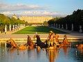 Schloss Versailles mit Springbrunnen am Abend.JPG