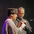 Shirzad Fataliyev (mélodie) à gauche et Shohrat Aliyev (bourdon) jouant des hautbois balaban (duduk pour les arméniens), Concert Les bardes ashiq du Shirvan Azerbaïdjan, Festival Les Orientales (Saint-Florent-Le-Vieil).jpg