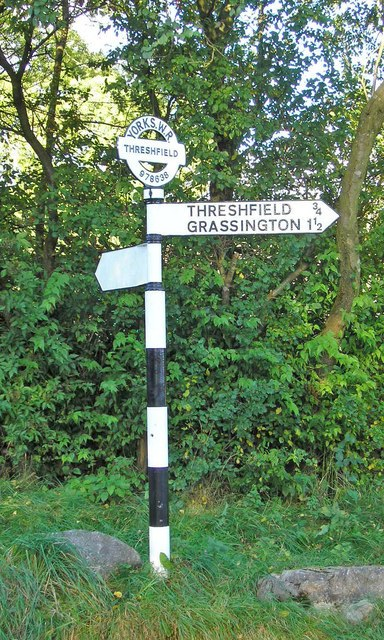 Signpost near Skirethorns - geograph.org.uk - 1009850
