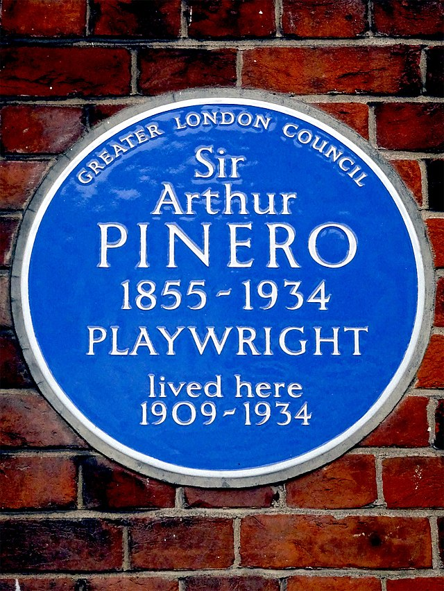 Arthur Pinero blue plaque - Sir Arthur Pinero 1855-1934 playwright lived here 1909-1934