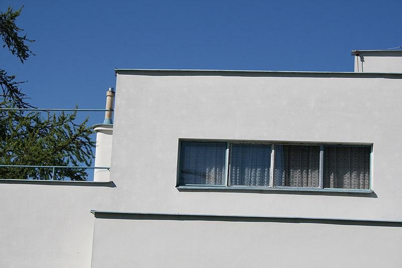 File:Slavíkův rodinný dům, Brno Tůmova - okna.jpg