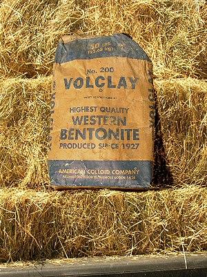 English: Bulk sodium bentonite clay used for m...