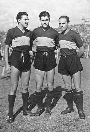 Natalio Pescia - Carlos Sosa, Ernesto Lazzatti and Pescia, the midfield line of Boca Juniors in the 1940s.