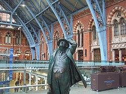 St Pancras, Sir John Betjeman admires the lofty view - Flickr - TeaMeister.jpg