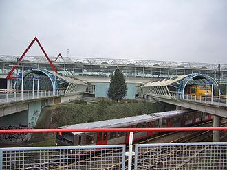 Duivendrecht station - Image: Station Duivendrecht met metrolijn 53