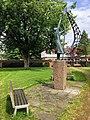 Statue eines Mannes mit Segel in Eckernförde Wilhelmsthal.jpg