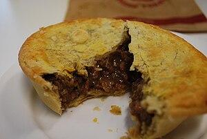 Steak pie - Image: Steak and onion pie
