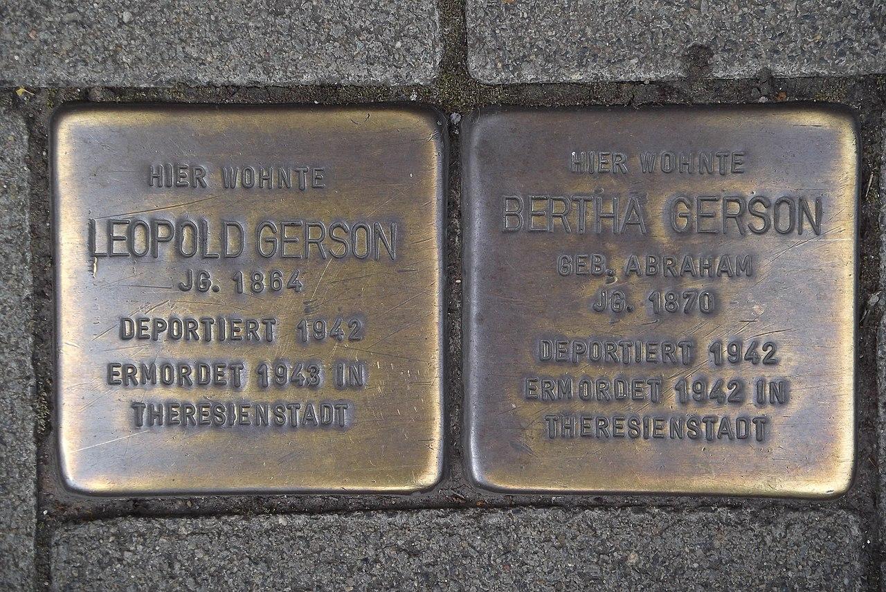 Stolperstein Duisburg 500 Altstadt Kardinal-Galen-Straße 33 2 Stolpersteine.jpg