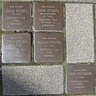 Stolpersteine für Rosa Passmann und Edith, Emma, Isidor und Richard Spiegel