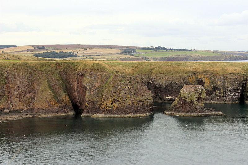 File:Stonehaven Coastline 8.JPG