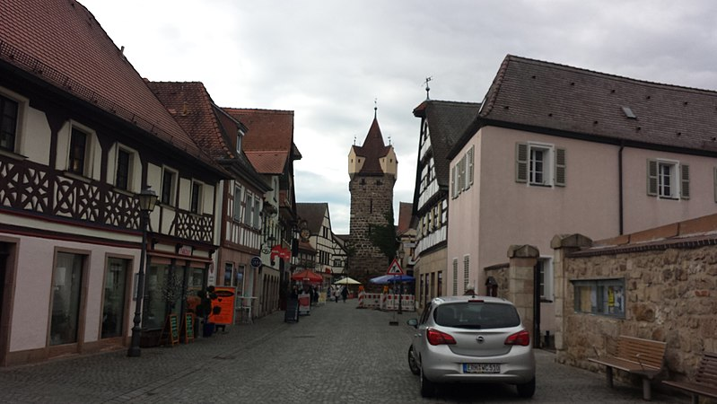File:Street scene Herzogenaurach.jpg