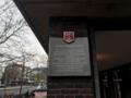Tafel am Haupteingang der Stadtbibliothek Hannover.png