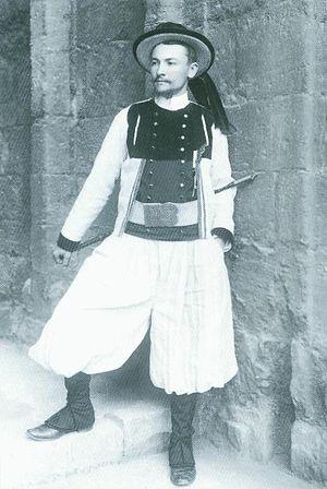 François Jaffrennou - François Jaffrennou in Breton national costume at the Celtic Congress of Caernarfon, 1904